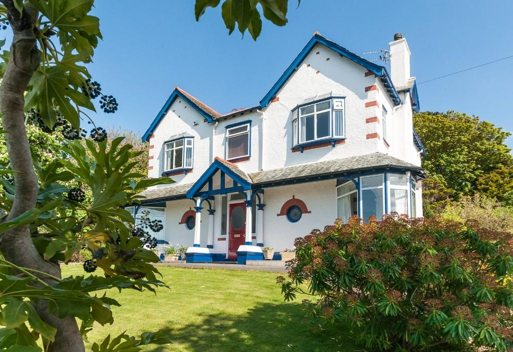 4 Bedrooms Detached House for sale in St Davids Road, Caernarfon, North Wales