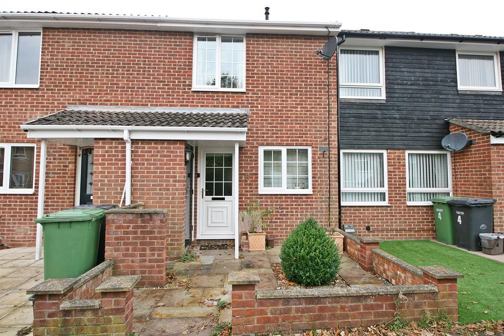 2 Bedrooms Terraced House for sale in Cranmore, Netley Abbey, Southampton, SO31 5GG
