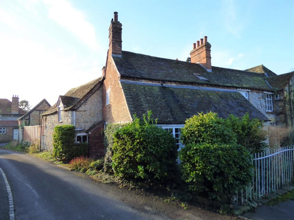 2 Bedrooms Semi Detached House for sale in Southam Street, Kineton