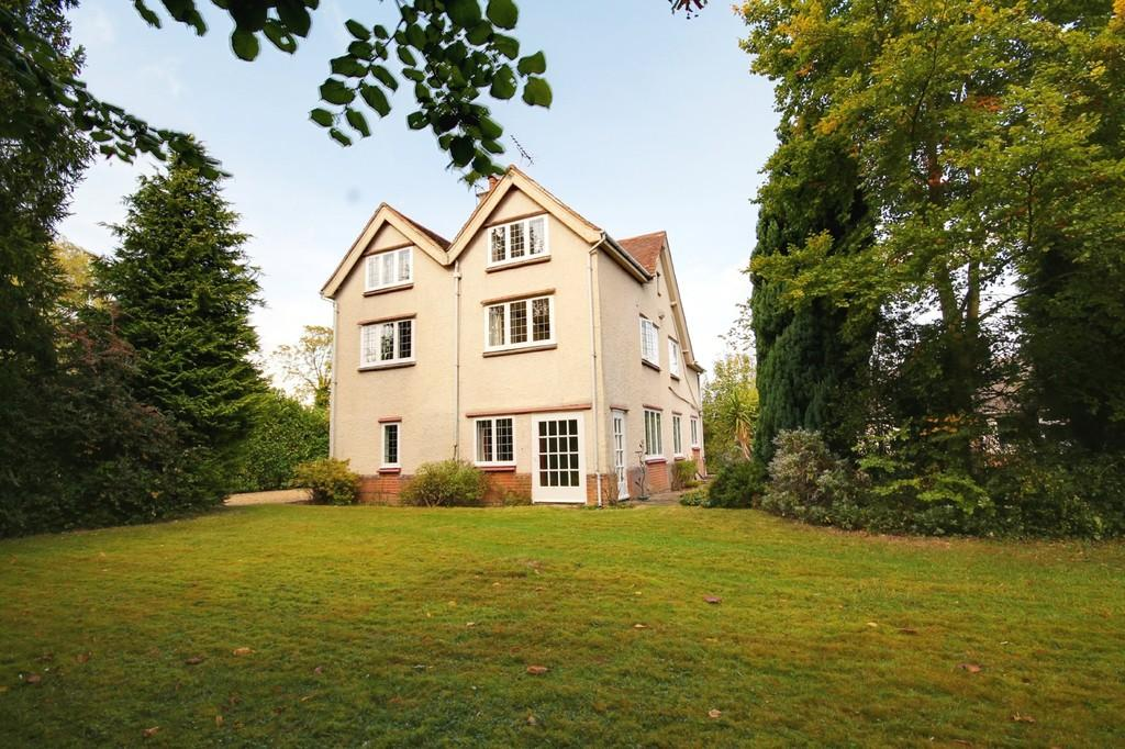 6 Bedrooms Detached House for sale in Epping Road, Roydon