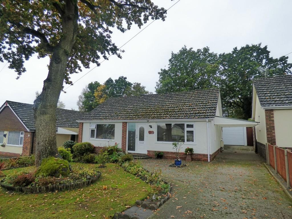 2 Bedrooms Detached Bungalow for sale in Keighley Avenue, Broadstone