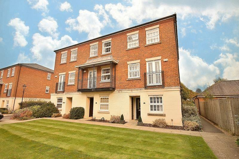 3 Bedrooms Town House for sale in Tower Place, Great Park, Warlingham