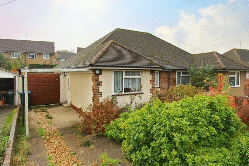 2 Bedrooms Bungalow for sale in Auckland Road, Caterham