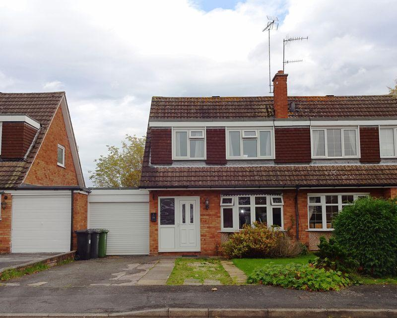 3 Bedrooms Semi Detached House for sale in Middleton Road, Kidderminster DY11 5EZ
