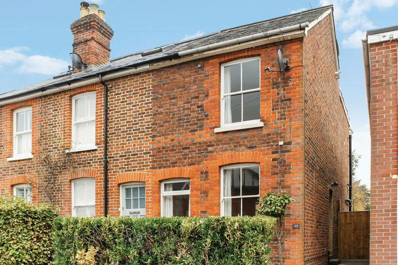 2 Bedrooms Terraced House for sale in Merrow, Guildford