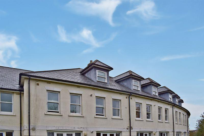 2 Bedrooms Apartment Flat for sale in Catchfrench Crescent, Liskeard