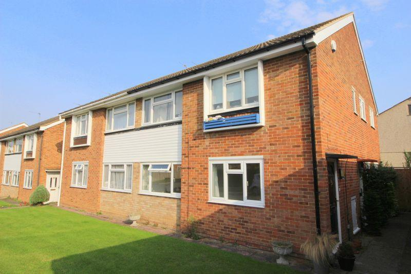 2 Bedrooms Maisonette Flat for sale in Aston Close, Sidcup DA14 4BA