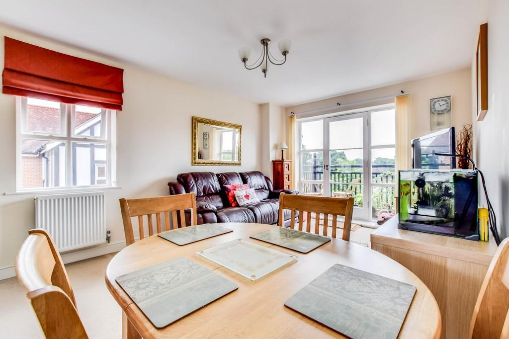 2 Bedrooms Apartment Flat for sale in Alice Crocker House, East Grinstead