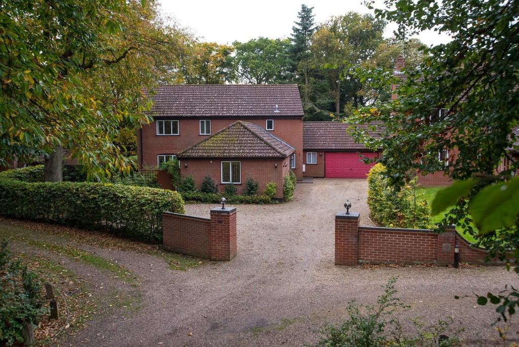 5 Bedrooms Detached House for sale in Lodge Place, Thorpe St Andrew