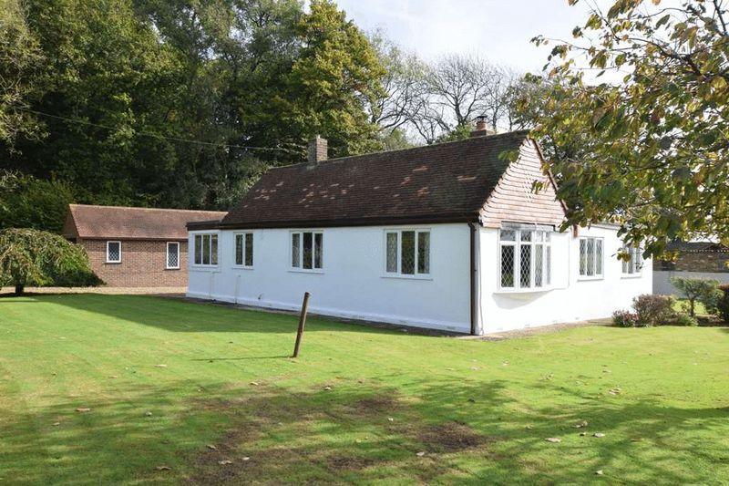 4 Bedrooms Bungalow for sale in Hogbarn Lane, Harrietsham