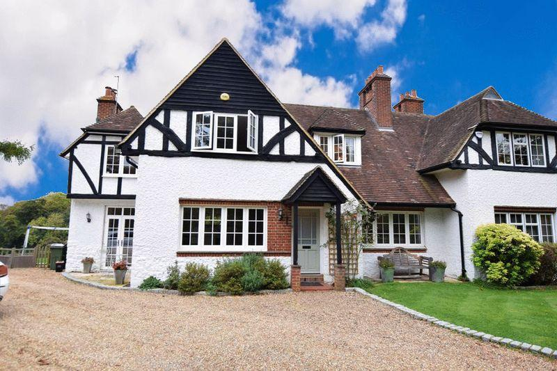 4 Bedrooms Cottage House for sale in Crismill Lane, Maidstone