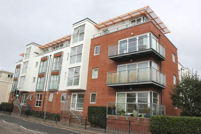 2 Bedrooms Flat for sale in Freeman Court, Honiton Road, Southend-On-Sea