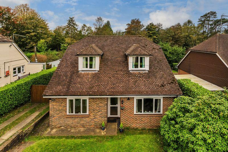 4 Bedrooms Detached House for sale in Beacon Hill, Hindhead