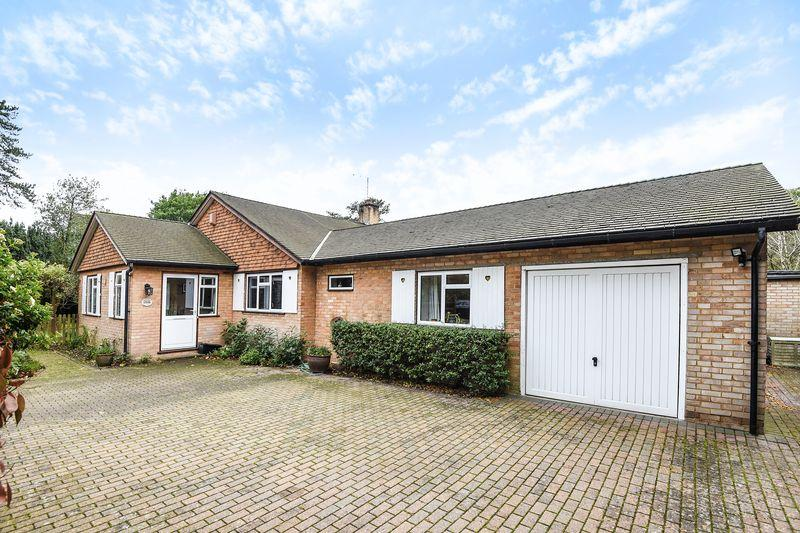 3 Bedrooms Bungalow for sale in Green Lane, Farnham Common, Buckinghamshire SL2