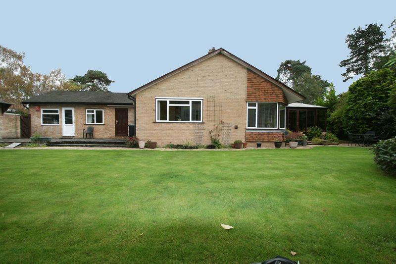 3 Bedrooms Bungalow for sale in Green Lane, Farnham Common, Buckinghamshire SL2