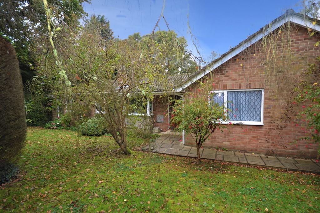 4 Bedrooms Detached Bungalow for sale in Youngwoods Copse, Alverstone Garden Village