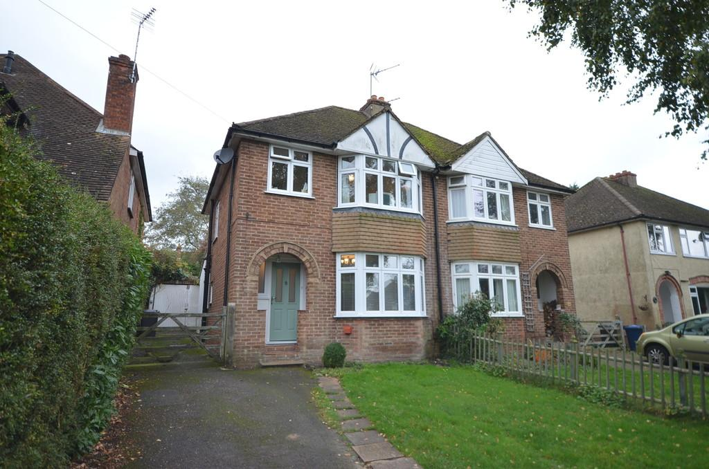 3 Bedrooms Semi Detached House for sale in East Avenue, Farnham