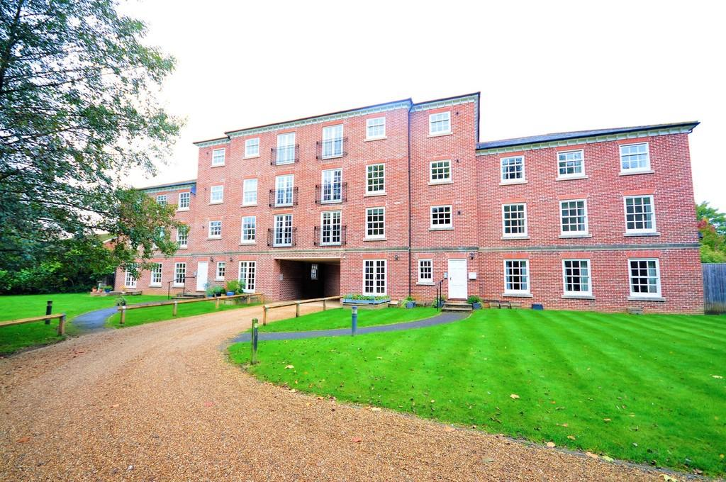 1 Bedroom Apartment Flat for sale in Portsmouth Road, Milford