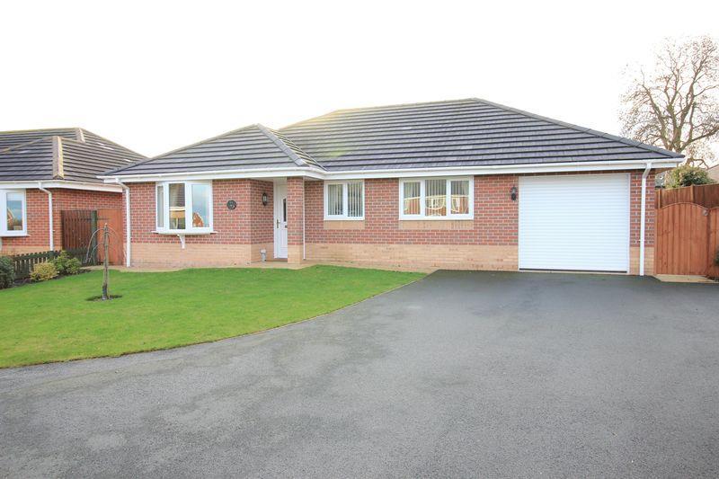 3 Bedrooms Detached Bungalow for sale in Chapel Croft, Weston Rhyn