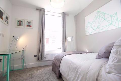 1 bedroom house share to rent - Esher Road