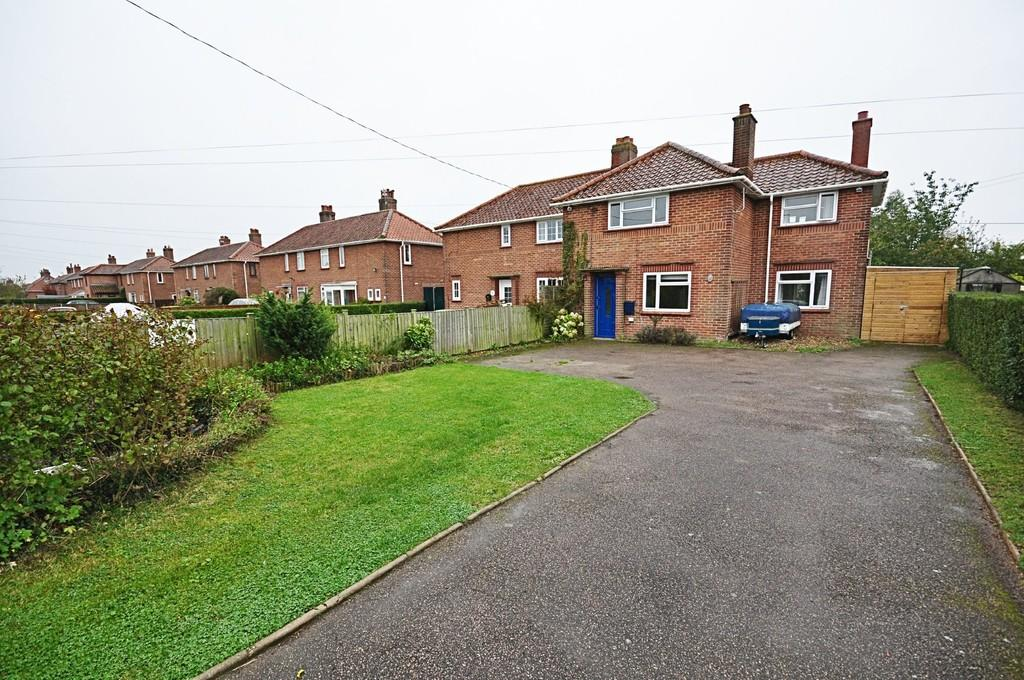3 Bedrooms Semi Detached House for sale in Norwich Road, Pulham St. Mary