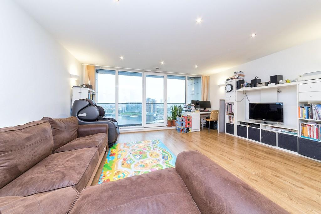2 Bedrooms Apartment Flat for sale in Adriatic Apartments, Royal Victoria Dock, E16