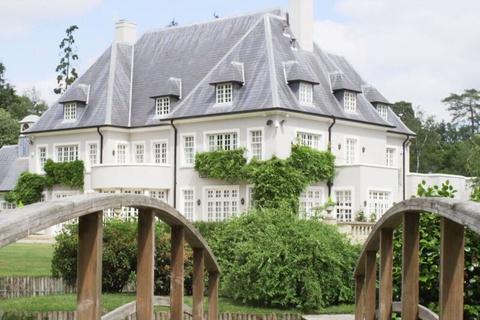 8 bedroom village house for sale - SWAN LAKE, MILL LANE, ASCOT, SL5