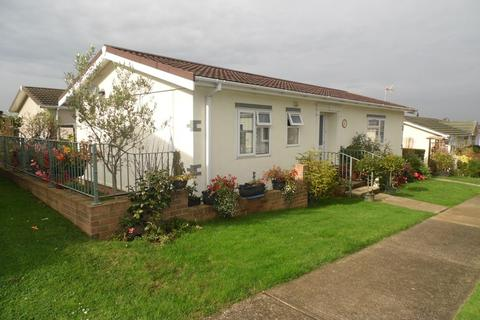 2 bedroom mobile home for sale - Central Avenue, Hullbridge, Hullbridge