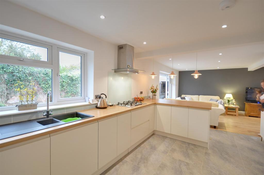 4 Bedrooms House for sale in Goddens Close, Northiam