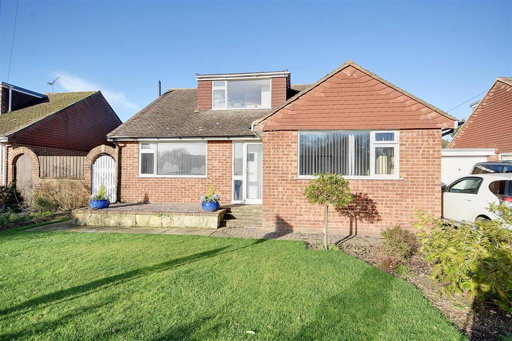 4 Bedrooms Bungalow for sale in Goddens Close, Northiam