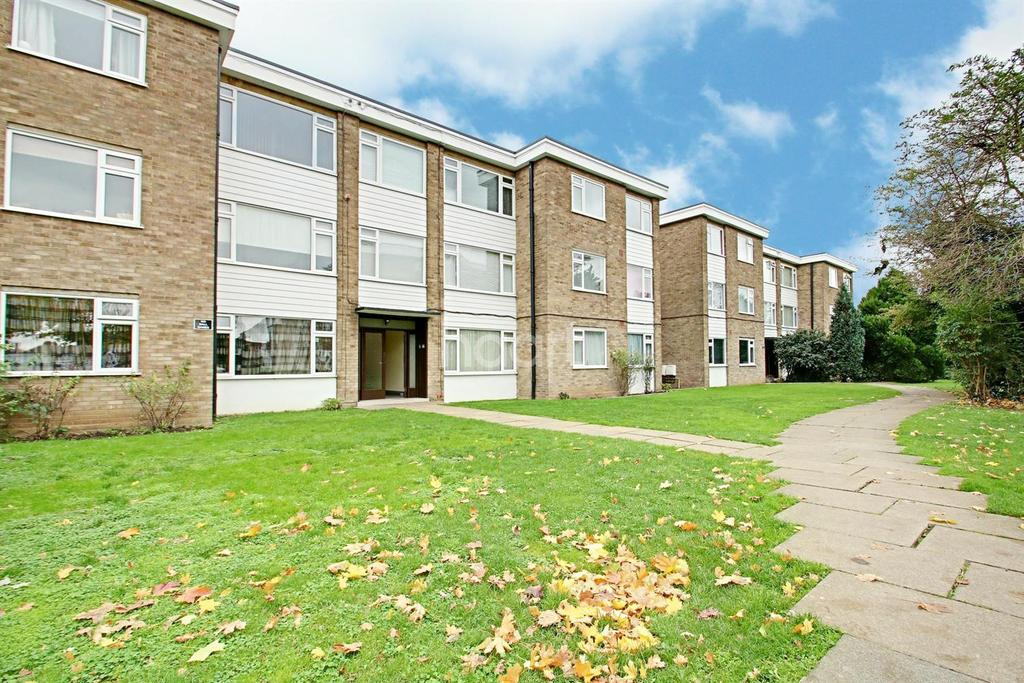2 Bedrooms Flat for sale in Ferguson Court, Gidea Park