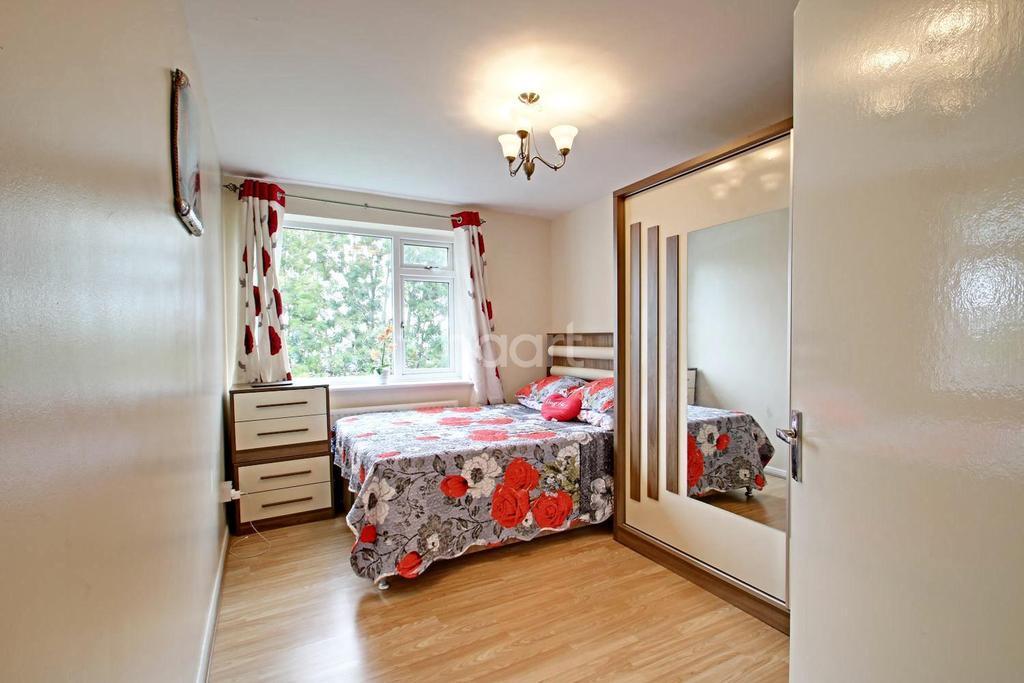 2 Bedrooms Flat for sale in Ferguson Court, Gidea Park