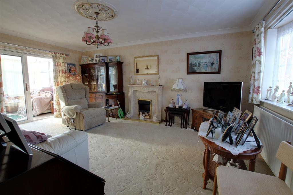 3 Bedrooms Detached Bungalow for sale in 27 Marine Avenue West, Sutton-On-Sea