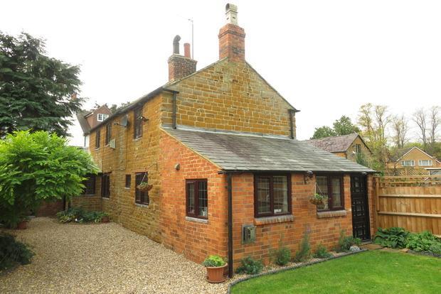 3 Bedrooms Cottage House for sale in Brook Lane, Dallington, Northampton, NN5