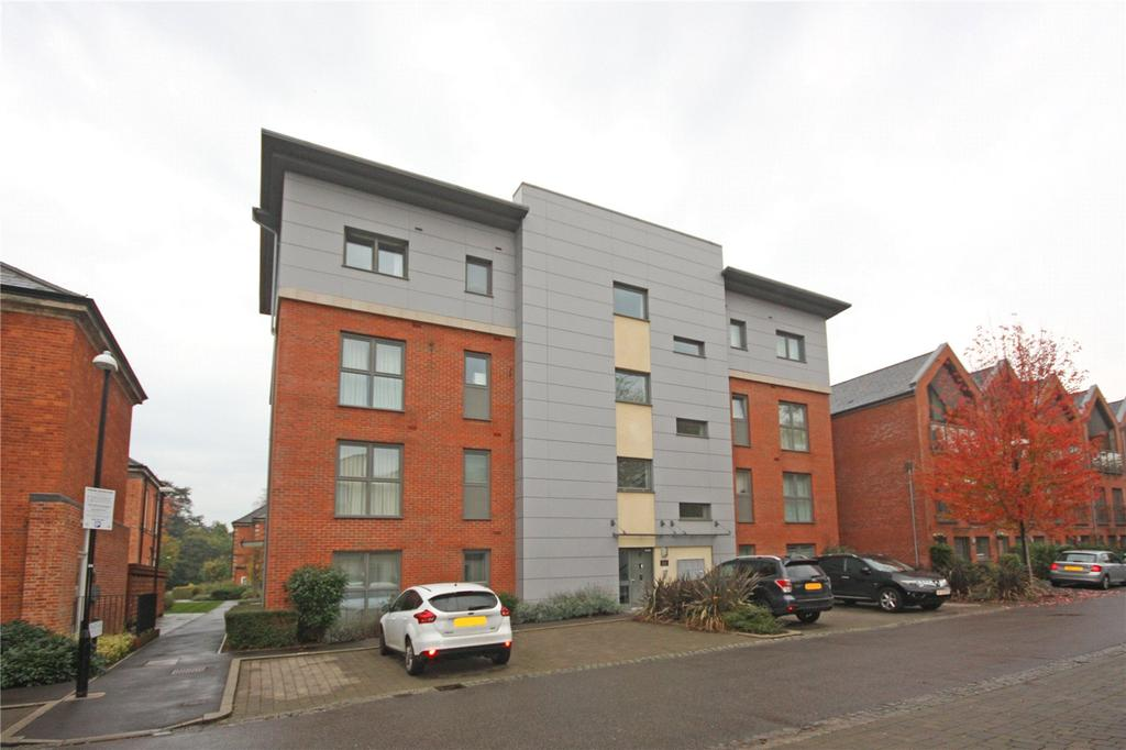 2 Bedrooms Flat for sale in Longley Road, Chichester, West Sussex