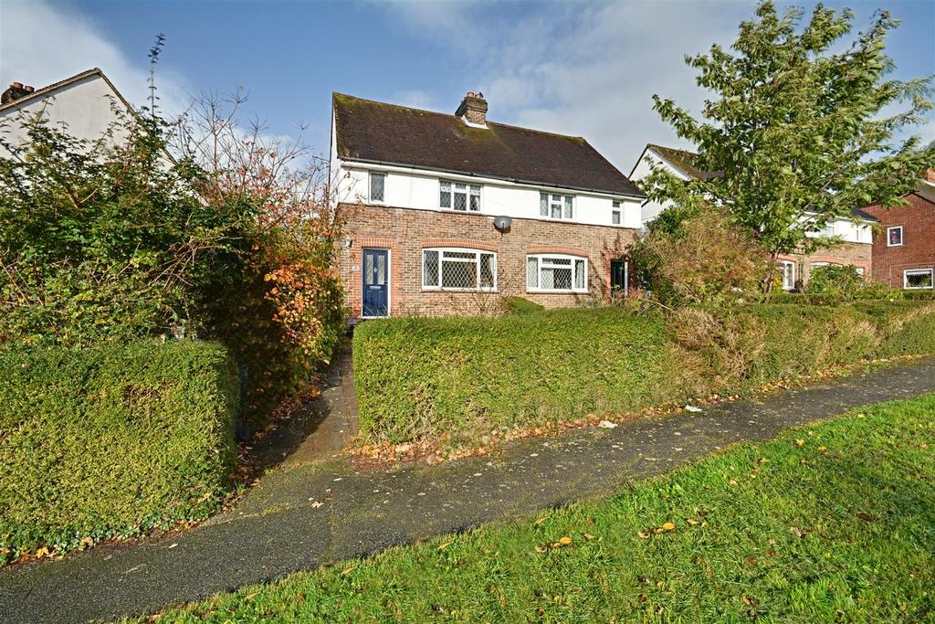 3 Bedrooms Semi Detached House for sale in Whiffens Close, Hailsham