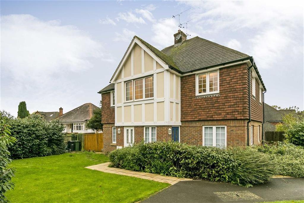 2 Bedrooms Flat for sale in Rowan Close, Banstead, Surrey