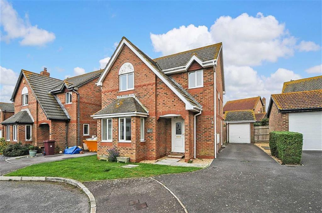4 Bedrooms Detached House for sale in Wilton Close, Bracklesham Bay, West Sussex