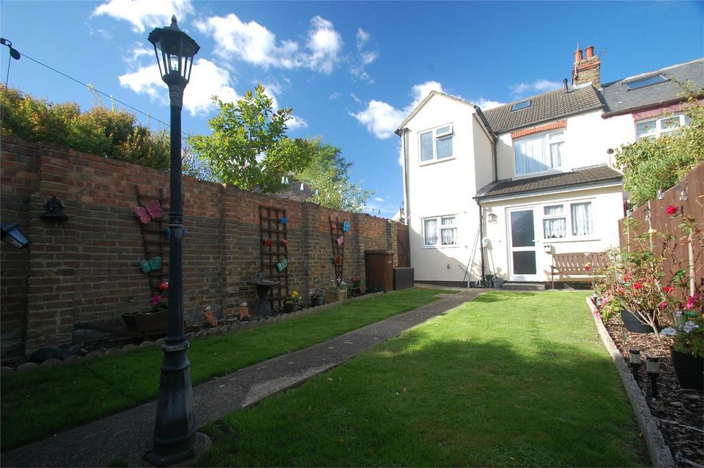 3 Bedrooms End Of Terrace House for sale in Third Avenue, Gillingham, Kent