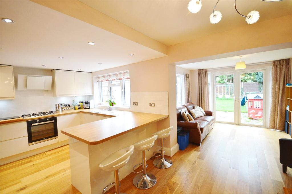 3 Bedrooms Semi Detached House for sale in Comet Close, Garston, Hertfordshire, WD25