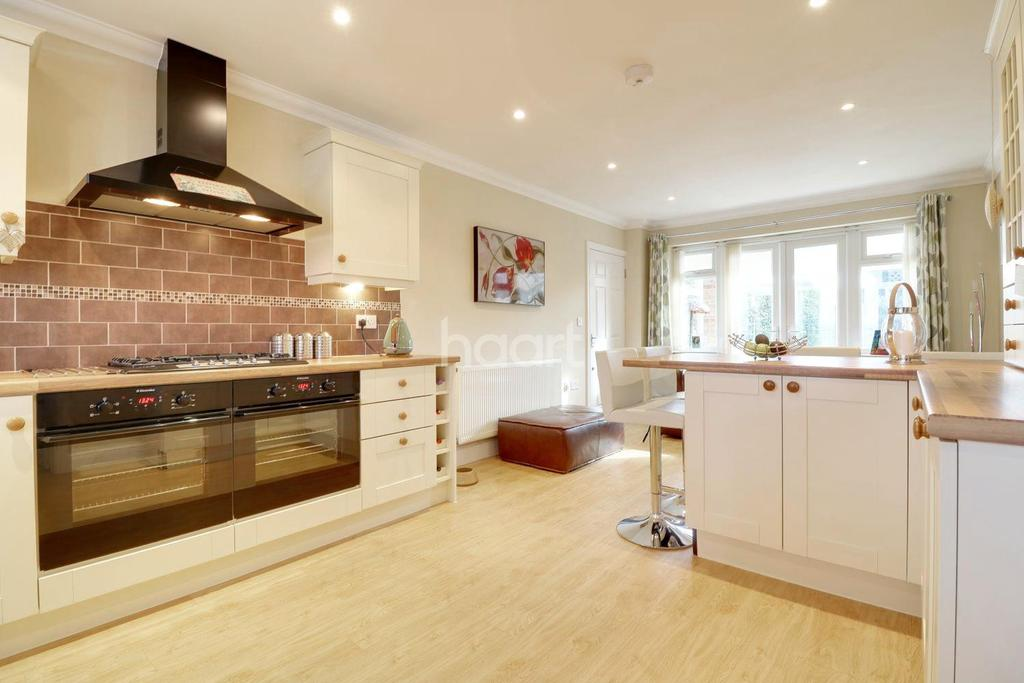 4 Bedrooms Detached House for sale in Shirley Road, Leigh-on-sea