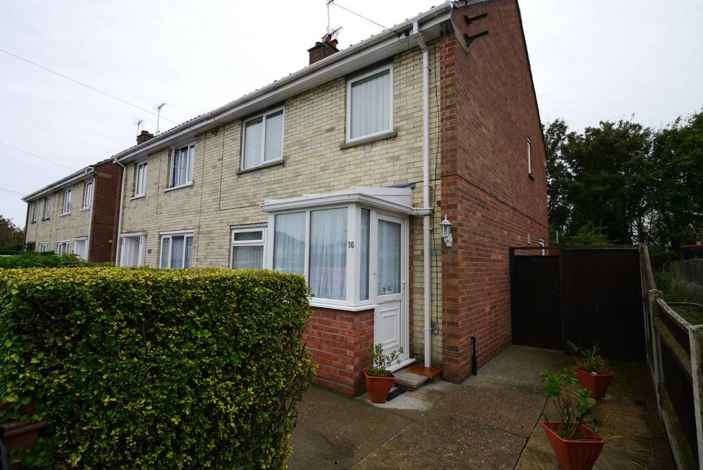 3 Bedrooms Semi Detached House for sale in Myrtle Close, North Lowestoft
