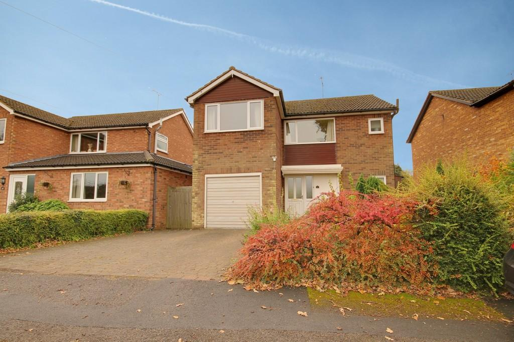 4 Bedrooms Detached House for sale in Tanners Way, Hunsdon
