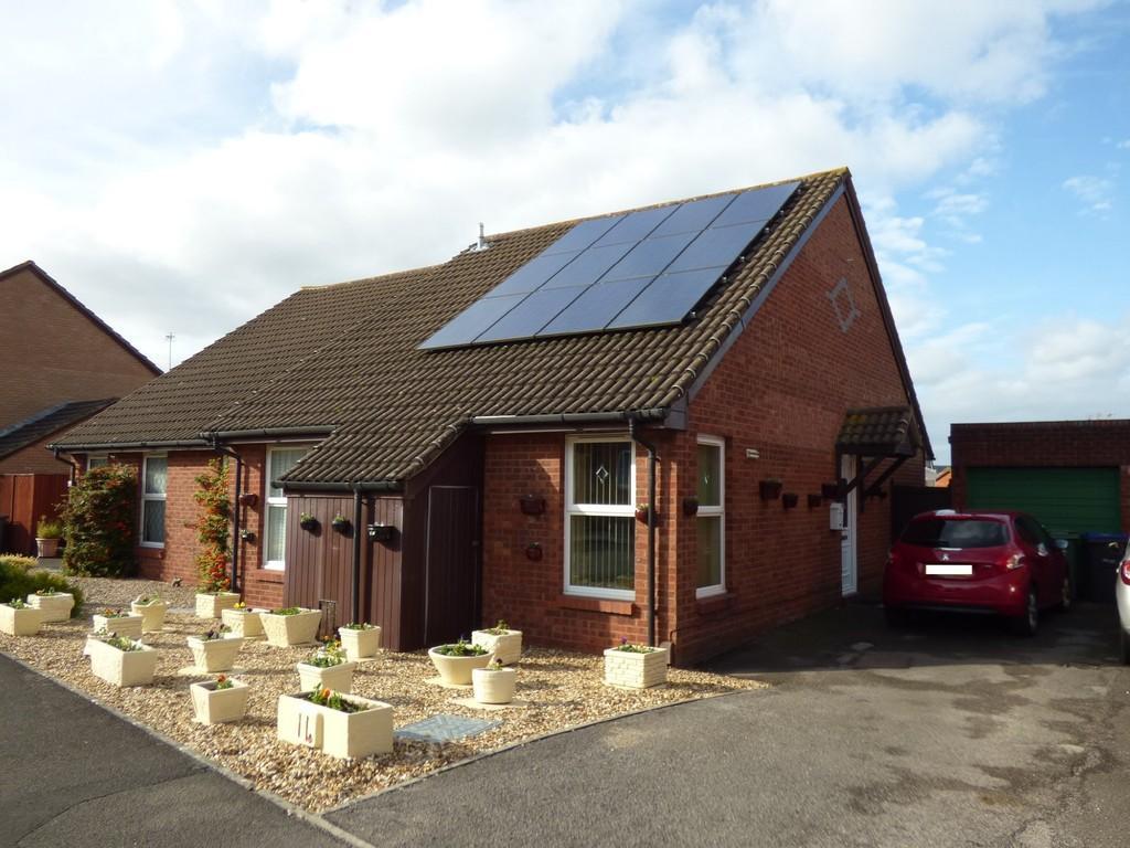 2 Bedrooms Semi Detached Bungalow for sale in Bremeridge Road, Westbury