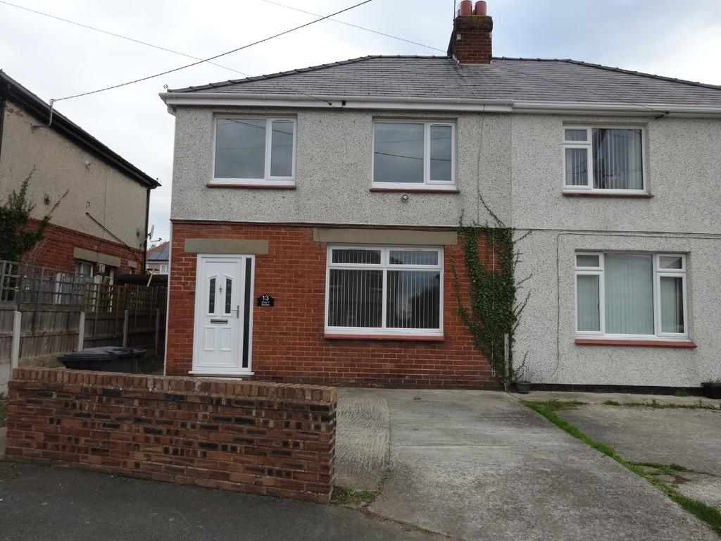 3 Bedrooms Semi Detached House for sale in Clos Y Berllan, Rhuddlan