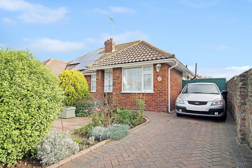 3 Bedrooms Semi Detached Bungalow for sale in Seamill Park Crescent, Worthing BN11 2PN