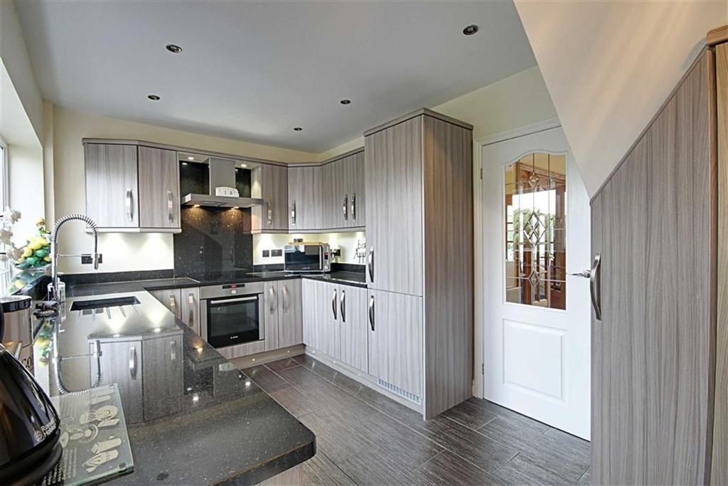 4 Bedrooms Semi Detached House for sale in Lilac Gardens, Cleadon, Sunderland