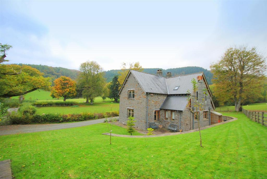 2 Bedrooms Detached House for sale in Cwmdauddwr, Rhayader