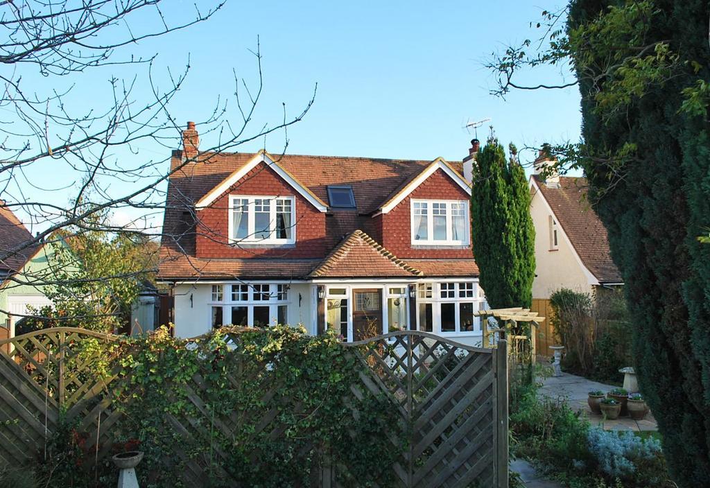3 Bedrooms Detached House for sale in Yapton Road, Middleton-On-Sea, Bognor Regis, PO22