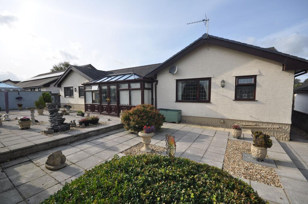 3 Bedrooms Detached Bungalow for sale in Drws Y Dyffryn, Rhosmaen,Llandeilo, SA19 6NP